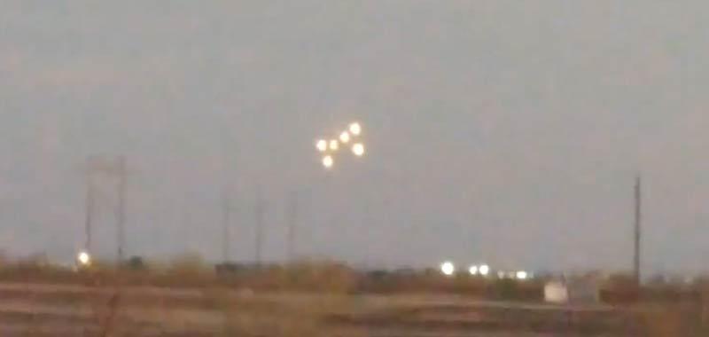 UFO Incredibile formazione filmata nel deserto in Arizona