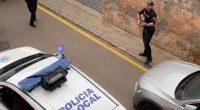 Coronavirus in Spagna la polizia intrattiene la gente con le serenate