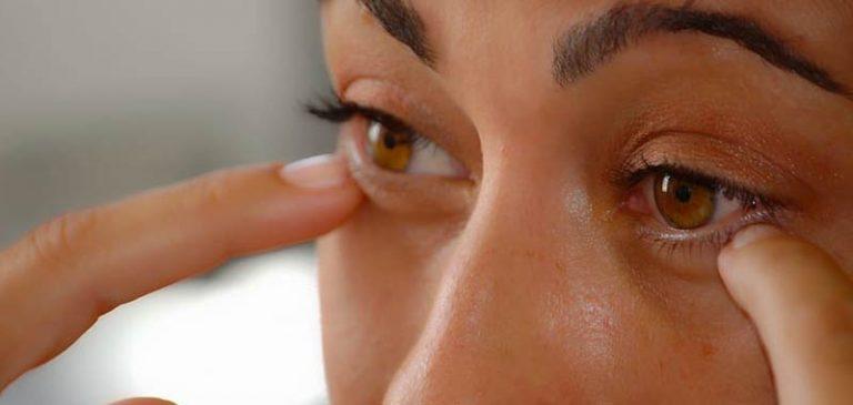 Covid-19: come evitare di toccarsi la faccia