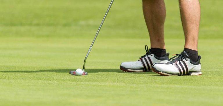 Neomamma: mio marito preferisce il golf a suo figlio appena nato