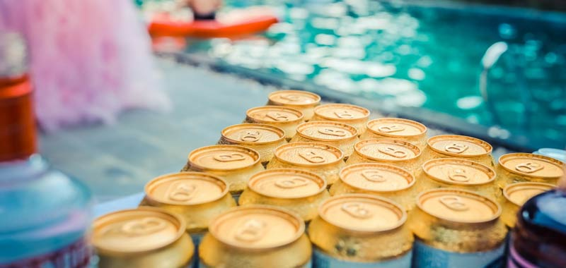 Russia influencer organizza festa in piscina tre morti
