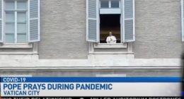 Coronavirus Il Papa affacciato alla finestra un ologramma