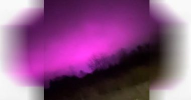 Cielo rosa incredibile fenomeno crea timore tra la gente