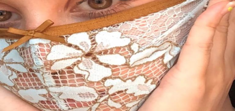 Covid-19: Artista crea mascherine con mutandine usate