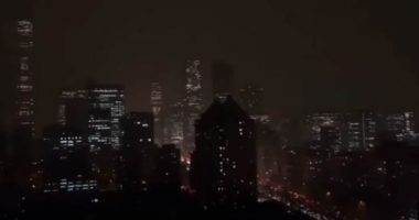 Pechino strano fenomeno cala la notte in pieno giorno