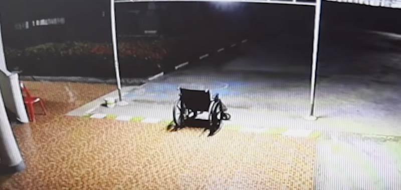 Incredibile presenza catturata in un video fuori ad un ospedale