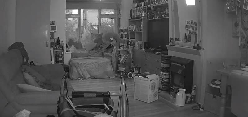 La telecamera di sorveglianza registra uno stranissimo evento
