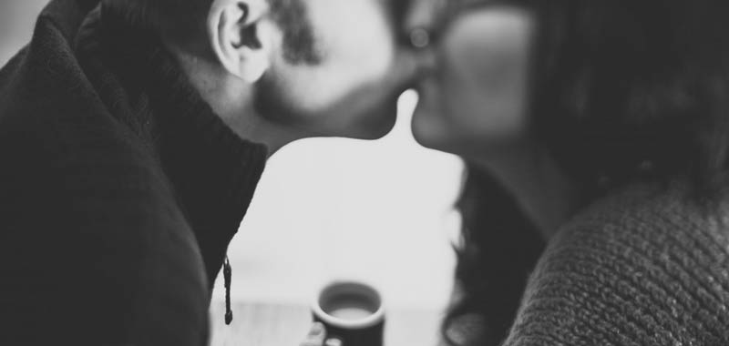 Primo appuntamento si baciano ma lui chiede i danni