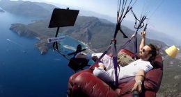 Istruttore di parapendio gira un incredibile video e diventa virale