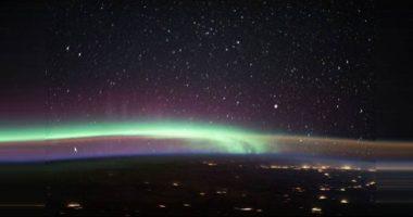 Due fenomeni si incrociano ne atmosfera incredibile foto Nasa