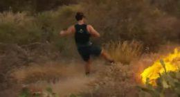 Fa jogging in un incendio e vuole spegnere il fuoco con i piedi