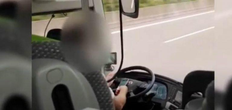 Autista flixbus guida con il cellulare in mano