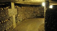 Parigi utente google maps nota strana immagine nelle catacombe