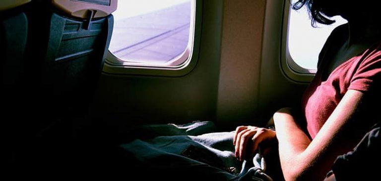Partorisce in volo, figlio volerà gratis a vita