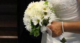 Sposa critica un invitato per il regalo troppo economico