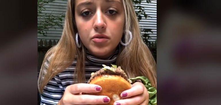 Trucco per mangiare hamburger e patatine diventa virale