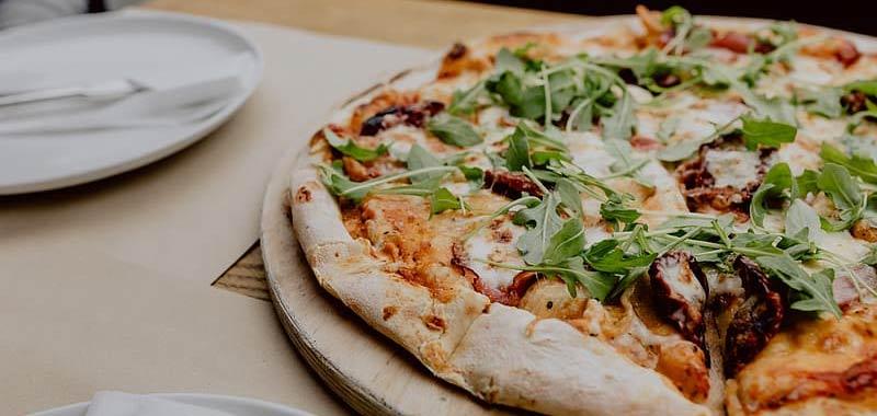 Condivide come mangia la pizza non tutti sono daccordo