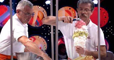 Mette 125 porzioni di gelato sul cono e diventa record