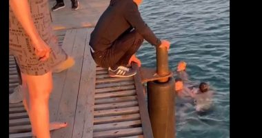 Paralizzato si lancia in acqua per salvare un nuotatore