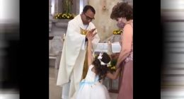Sacerdote benedice e la bambina batte il 5