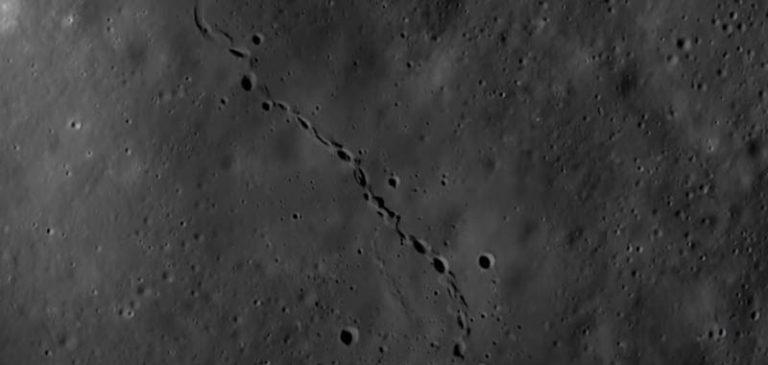Strane impronte fotografate sulla Luna, non sono astronauti