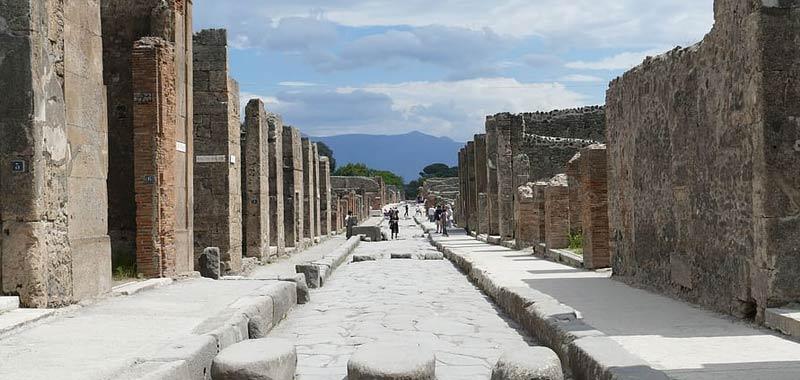 Turista restituisce antichi manufatti per una maledizione