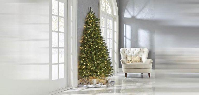 Natale: arriva il mezzo albero per non decorare il retro