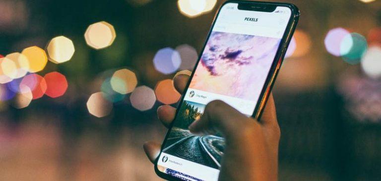 9 anni di vita vengono spesi a guardare uno smartphone
