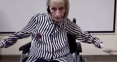 Ex ballerina con Alzheimer ricorda i passi di danza