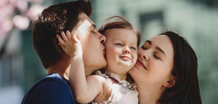 Ex marito lascia il bambino in casa, la madre si accorge di un particolare