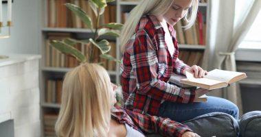 Lascia la figlia da sola in autoisolamento piovono critiche sul web
