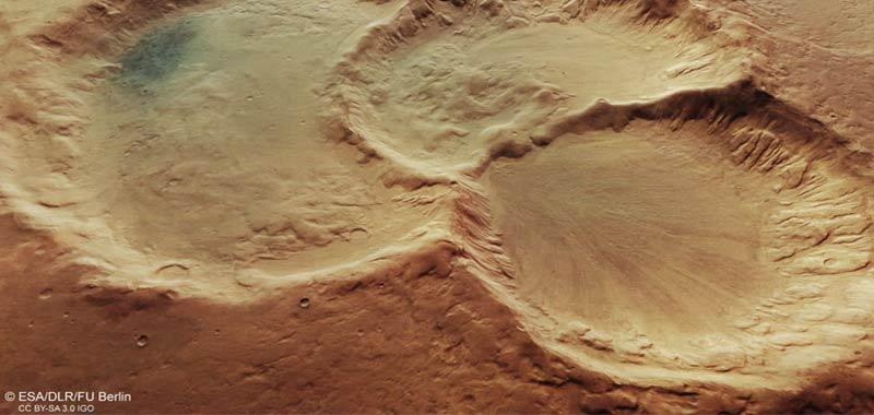 Marte tre crateri che si intersecano fanno pensare
