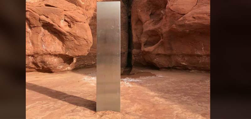 Misterioso obelisco metallico ritrovato nel deserto