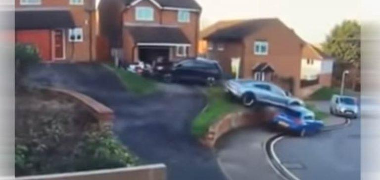 Porsche ed un parcheggio fallito, il video fa il giro del web