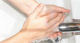 Russia bevono disinfettante per le mani per ubriacarsi
