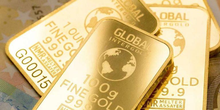 Addetti alle pulizie trovano lingotti d'oro nelle fogne