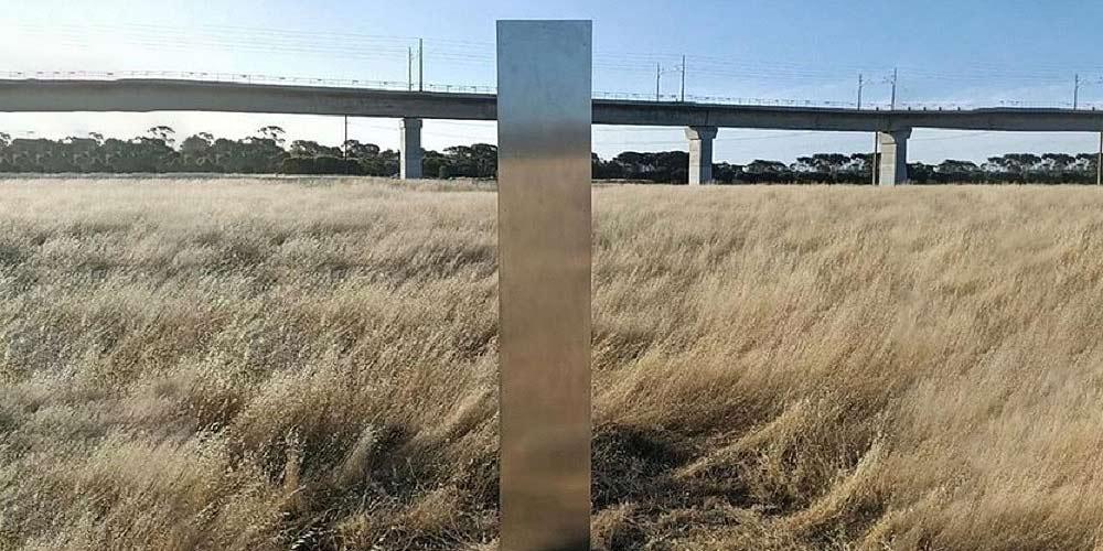 Ancora un monolite questa volta appare in Australia