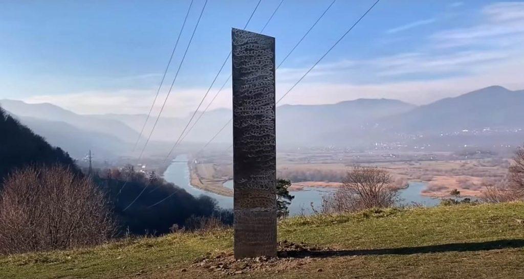 Ancora un monolite questa volta in Romania
