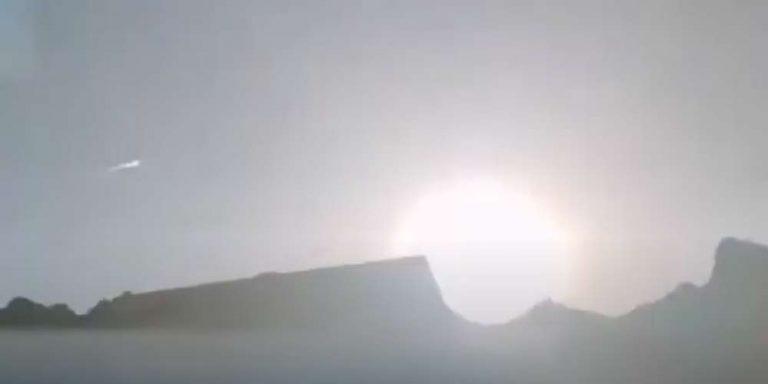Enorme palla di fuoco nei cieli del Tibet dopo la caduta di un meteorite
