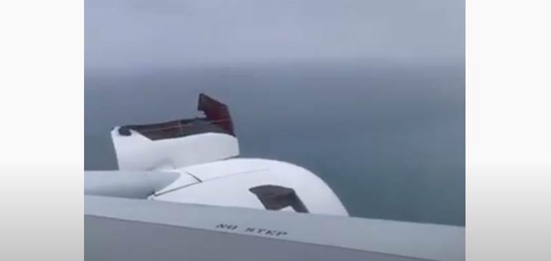 Giappone motore del Boeing esplode in volo