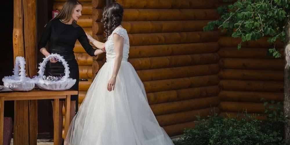 Lo sposo non accetta abito bianco della sua futura moglie
