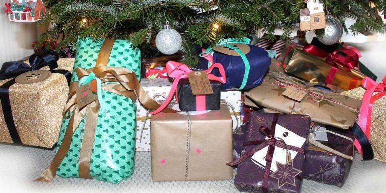 Troppi regali, la mamma viene criticata sui social