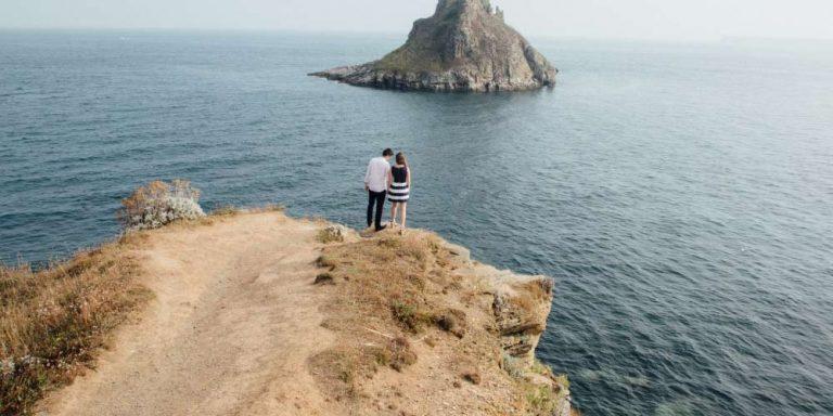 Cade dalla scogliera al momento della proposta di matrimonio