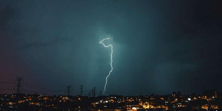 Inquinamento atmosferico influisce su temporali e fulmini