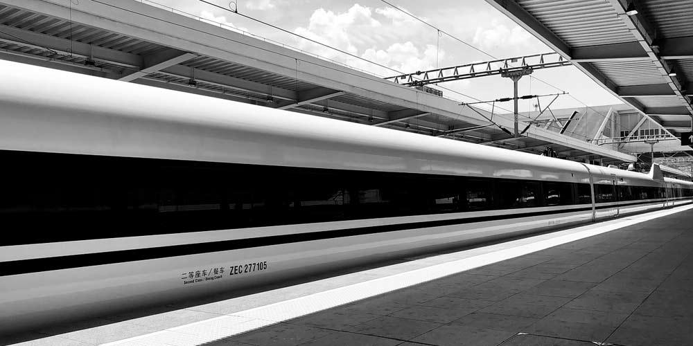 La Cina presenta il nuovo treno che corre a 1000 kmh