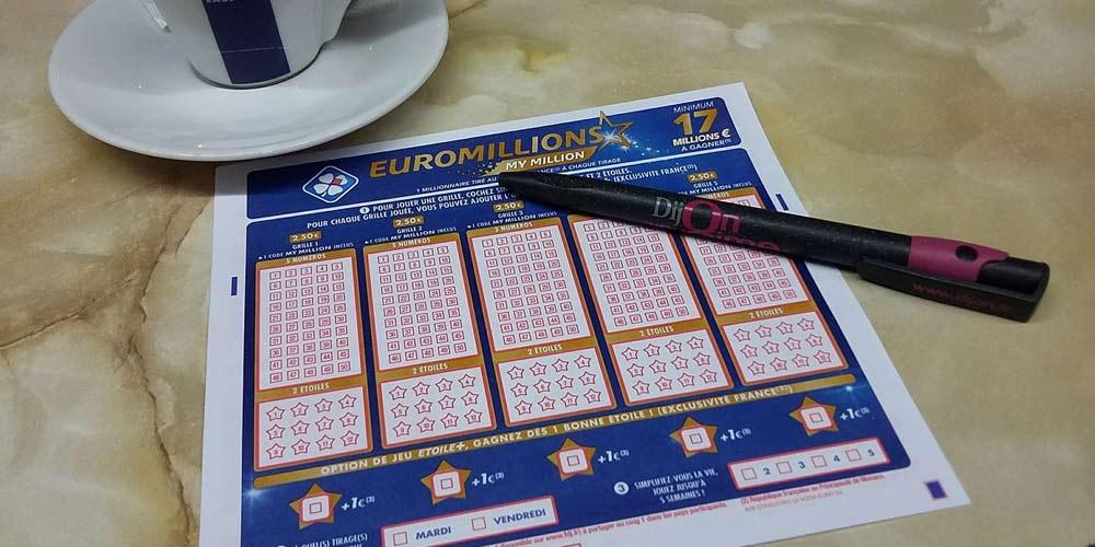 Regala un biglietto della lotteria ma vuole la percentuale