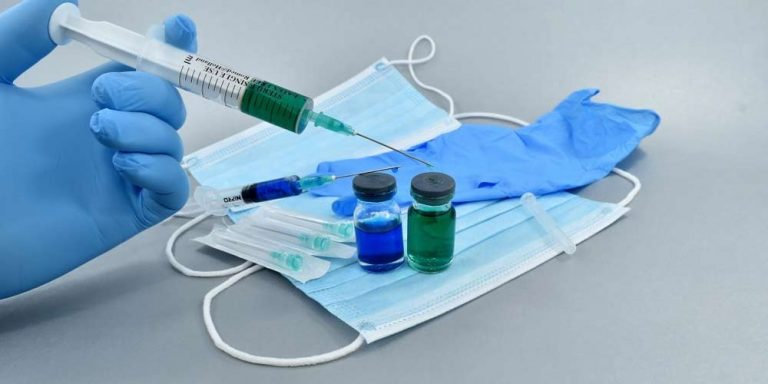 UK arriva AstraZeneca il vaccino che non ha bisogno di basse temperature