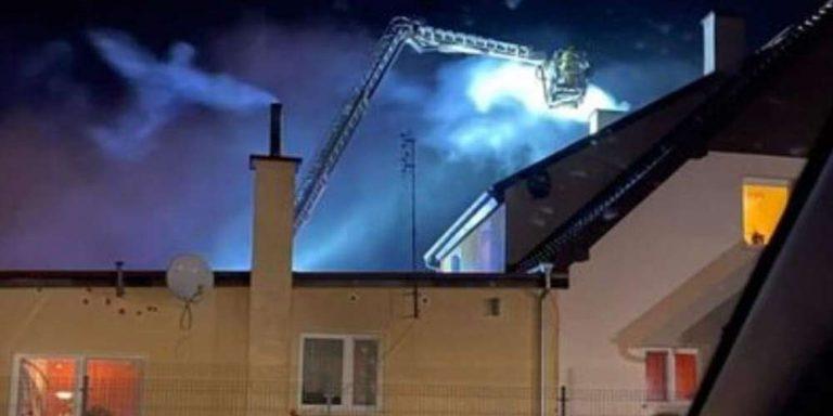 Un sorta di angelo appare in cielo durante un'operazione dei vigili del fuoco