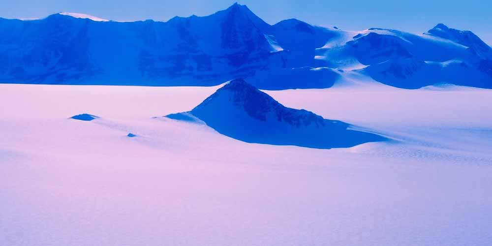 Antartide Strano fenomeno la neve rosa