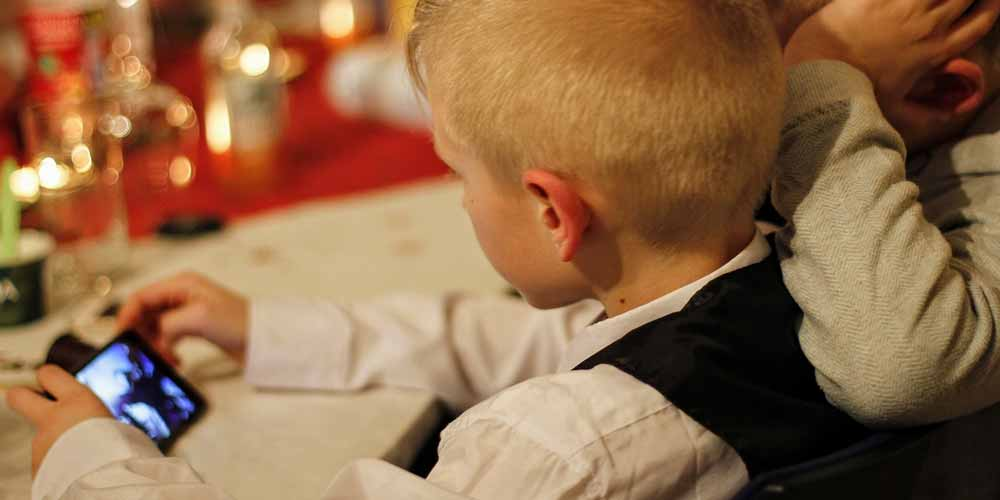 Cellulari rischio cancro per giovani e bambini